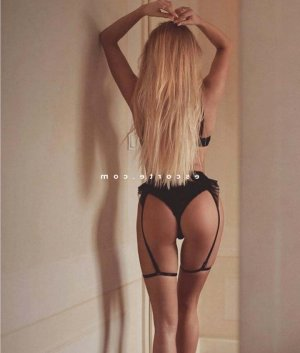 Lysiana massage escort girl à Cancale